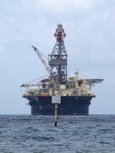 oil-rig-334417_640